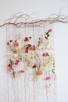 Pin Decor - Just another WordPress site Flower Wall Backdrop, Hanging Flower Wall, Wall Backdrops, Flower Wall Decor, Art Floral, Deco Floral, Floral Wall, Flower Crafts, Diy Flowers
