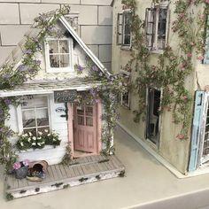 Girls Dollhouse, Dollhouse Ideas, Fairy Door Accessories, Dollhouse Miniatures, Cardboard Dollhouse, Diy Cardboard, Cinderella Moments, Mini Doll House, Bird Houses Painted