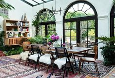 To ensure that her furnishings didn't block any of the light pouring in from the French doors, Tarses stuck to thin, delicately silhouetted pieces in this corner of the room.