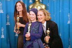 Premios Óscar: Mejor actriz Holly Hunter -Mejor actriz de reparto Anna Paquin - Mejor guion original Jane Campion.