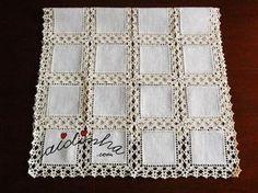 Outra imagem do naperon/caminho mesa com quadrados de linho e crochet