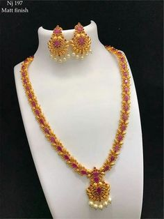 Indian Gold Jewelry Near Me 1 Gram Gold Jewellery, Gold Temple Jewellery, Gold Jewellery Design, India Jewelry, Gold Earrings Designs, Necklace Designs, Gold Jewelry Simple, Bridal Jewelry, Fashion Jewelry