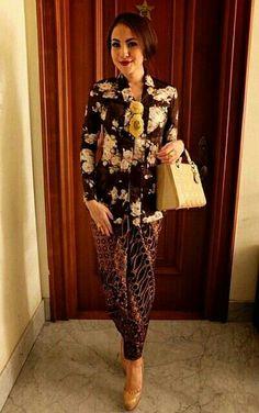 Designer Clothes, Shoes & Bags for Women Kebaya Hijab, Batik Kebaya, Kebaya Dress, Kebaya Brokat, Batik Dress, Lace Dress, Kimono, Blouse Batik, Traditional Fashion