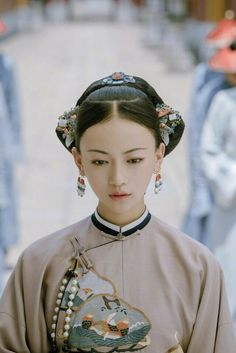 💋💕💜💛💙 ❴Story of Yanxi Palace, Yan Xi's Conquest 《延禧攻略》… Wu Jin Yan, Qin Lan, Charmaine Sheh, Nie Yuan. Oriental Dress, Oriental Fashion, Traditional Fashion, Traditional Dresses, Shanghai Girls, Dynasty Clothing, Chinese Embroidery, Chinese Movies, Ancient Beauty