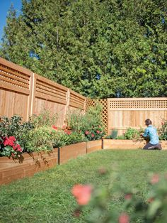 Our deep root cedar raised beds to grow vegetables or along a perimeter to create stunning border gardens. Choice of 5 lengths. Landscaping Along Fence, Small Backyard Landscaping, Backyard Fences, Landscaping Ideas, Sloped Backyard, Large Backyard, Fenced In Backyard Ideas, Front Yard Fence Ideas, Small Backyard Gardens