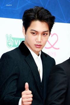Kai - 170222 6th Gaon Chart Awards, red carpet Credit: J2nn0114. (제6회 가온차트 어워즈)