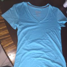 Nike dry-fit shirt Like new only been worn once the last two pictures capture the color the best it's like a green blue color Nike Tops Tees - Short Sleeve Eyelet Top, Nike Tops, Fashion Design, Fashion Tips, Fashion Trends, Workout Shirts, Tees, Sleeve, Pictures