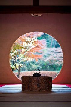 Living Still Life (Washitsu - 和室 - Japanese room) (Meigetsu-in - 明月院) in Kamakura, Kanagawa, Japan Tea in Japan is a must for me! Kamakura, Wabi Sabi, Living Still Life, Washitsu, Deco Zen, Art Japonais, Japanese Interior, Japanese House, Japanese Style