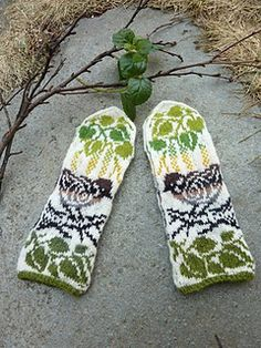 Ravelry: Sparrow Mittens pattern by Natalia Moreva Crochet Mittens, Mittens Pattern, Knitted Gloves, Baby Blanket Crochet, Crochet Baby, Knit Crochet, Baby Mittens, Knitting Stitches, Knitting Socks