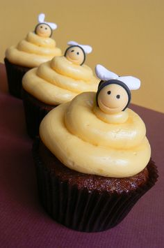 Bumble bee cupcakes by Sweet 'art, via Flickr