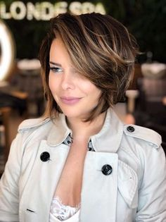 Cute Short Bob Haircuts and Hairstyles for Women in 2019 Kurzer abgehackter Bob , Cute Short Bob Haircuts and Hairstyles for Women in 2019 , Cute Bob Haircuts Source by Short Choppy Bobs, Asymmetrical Bob Haircuts, Stacked Bob Hairstyles, Bob Hairstyles With Bangs, Short Bob Haircuts, Hairstyles Haircuts, Popular Hairstyles, Short Wavy, Long Bob