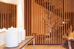 Bois, pierre et design Spa, Location Saisonnière, Room, Furniture, Design, Home Decor, Night, Places, Stone