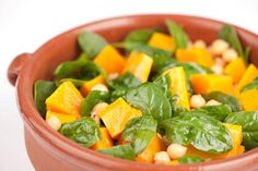 Pumpkin, spinach and chick pea salad Vegetable Salad, Vegetable Recipes, Raw Food Recipes, Salad Recipes, Chickpea Salad, How To Eat Less, Spinach, Vegetarian, Pumpkin