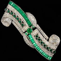 Coro Pave and Invisibly Set Emeralds Deco Swirl Dress Clips and Pin Frame Duette