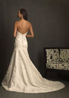 lace wedding dress, such a pretty back!!!