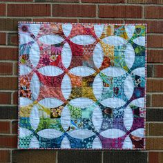 freshmanquilter: Flowering Snowball Mini: Quilt by jenjohnston. Circle Quilts, Quilt Blocks, Quilt Kits, Quilt Top, Scrappy Quilts, Mini Quilts, Flowering Snowball Quilts, Wedding Ring Quilt, Rainbow Quilt