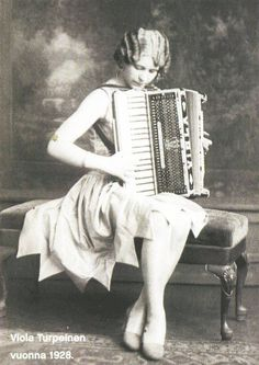 Viola Turpeinen, the first woman accordionist to record and the first female accordion star in America. Accordion Instrument, Accordion Music, Accordion Fold, Vintage Photographs, Vintage Photos, Instruments, Ghost In The Machine, All About Music, Thing 1