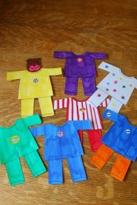 Pajamas are some of my favorite things, and the word pajama is just fun. So here's a silly pajama song, perfect for a silly storytime or a go to bed storytime. Here are my flannel pajamas (H… Flannel Board Stories, Felt Board Stories, Felt Stories, Flannel Boards, Abc Crafts, Preschool Activities, Senses Activities, Daycare Crafts, Party Crafts
