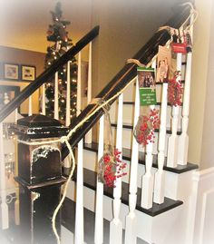 a way to display Christmas cards, cute!  Love this blog