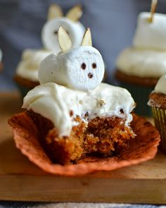 Yammie's Noshery: The Best Carrot Cake Ever {With Fluffy Cream Cheese Frosting}