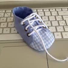 Resultado de imagen para molde de sapatinho de bebe em tecido