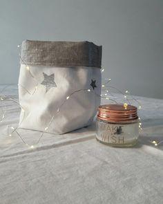 Panier de rangement en linge ancien blanc et lin argent reversible.agremente d'etoiles paillettees argent thermocollees