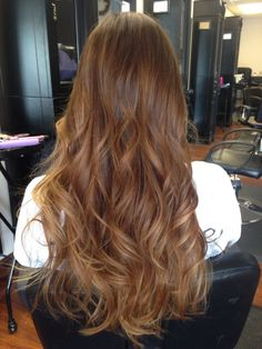 Brown hair tones, balayage moreno, auburn hair balayage, chestnut hair, k. Bronde Hair, Brown Hair Balayage, Ombre Hair, Wavy Hair, Dyed Hair, Coffee Brown Hair, Honey Brown Hair, Light Brown Hair, Brown Hair Shades
