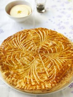 The Big Diabetes Lie- Recipes-Diet - Galette des rois à la frangipane, le dessert préféré de Thierry. Doctors at the International Council for Truth in Medicine are revealing the truth about diabetes that has been suppressed for over 21 years. Phyllo Recipes, Easy Cake Recipes, Sweet Recipes, Cooking Recipes, Köstliche Desserts, Delicious Desserts, Dessert Recipes, Yummy Food, Mousse Au Chocolat Torte