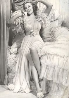 ❤ Nothing prettier than old Hollywood vintage - Janet van Dyne Vintage Hollywood, Old Hollywood Glamour, Hollywood Stars, Classic Hollywood, Vintage Glamour, Vintage Lingerie, Vintage Beauty, French Lingerie, Vintage Underwear