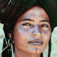 Africa: Amazigh woman with facial tattoos, Algeria Tribal Henna Designs, Tuareg People, Full Tattoo, Piercing, Facial Tattoos, Modern Tattoos, Tribal Women, Nature Tattoos, African Culture