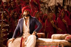 Ranveer Singh in an Indian costume as seen in the film Ram Leela Bollywood Love Quotes, Bollywood Couples, Bollywood Cinema, Bollywood Actors, Bollywood News, Deepika Ranveer, Ranveer Singh, Deepika Padukone, Mens Head Wrap