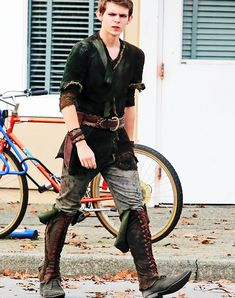 Ouat Peter Pan Actor   Great view of what Peter actually wears… in Storybrooke (Nov. 7th).