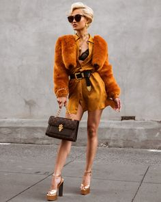 Outfit so bright I need shades ☀️🧡😎 Jewellery / Faux fur jacket / Shirtdress ✨ Fall Fashion Outfits, Chic Outfits, Girl Fashion, Runway Fashion, Fashion 2018, Trendy Outfits, Fashion Models, Dandy, Micah Gianelli