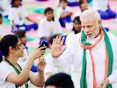 पीएम मोदी ने युवती को सेल्फी लेने किया मना Check more at http://www.wikinewsindia.com/hindi-news/navbharat-times/national-navbharat/%e0%a4%aa%e0%a5%80%e0%a4%8f%e0%a4%ae-%e0%a4%ae%e0%a5%8b%e0%a4%a6%e0%a5%80-%e0%a4%a8%e0%a5%87-%e0%a4%af%e0%a5%81%e0%a4%b5%e0%a4%a4%e0%a5%80-%e0%a4%95%e0%a5%8b-%e0%a4%b8%e0%a5%87%e0%a4%b2%e0%a5%8d/