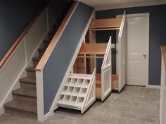 Межэтажные лестницы в частном доме - разновидность со шкафом
