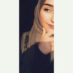Muslim Girls Photos, Girl Photos, Hijab Dpz, Hijabi Girl, Islamic Love Quotes, Girl Photography Poses, Girls Dpz, Mode Hijab, Profile Photo