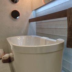Yksityiskohtia kylpyhuoneeseen #kylpyhuone #laatat #valaistus #bathroom #tiles