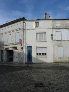 Vente maison 5 pièces 187 m² Saint Savinien (17) - 86000 €