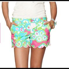 Lilly buttercup scalloped shorts EUC buttercup shorts from a Lilly Pulitzer boutique. No stains or tears. Zip and button closure. Has pockets. Lilly Pulitzer Shorts