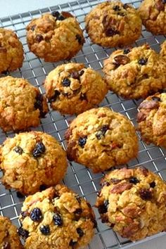 Inspired by the Anzac cookie, these coconut and oat cookies are a healthier, yet just as tasty version. Added Goji berries and currents work a treat. Healthy Biscuits, Healthy Cookies, Coconut Cookies, Coconut Flour, Thermomix Desserts, Processed Sugar, Raisin Cookies, Fiber Foods, Health Snacks