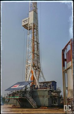 Throw back nsign Oil Field, Drilling Rig, Oil Rig, Rigs, Sailing Ships, Club, Art, Projects, Art Background
