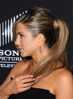 Jennifer Aniston - Pony tail