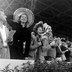 Kentucky Derby, 1945 and other family and vintage photos from the past. Put faces to the names of your loved ones at AncientFaces. Kentucky Derby Fashion, Kentucky Derby Hats, Louisville Kentucky, 1920s, Kentucky Tourism, Glamour Hair, Races Fashion, Retro Images, Derby Day
