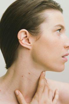 Saskia Diez: gold bold WIRE earcuff