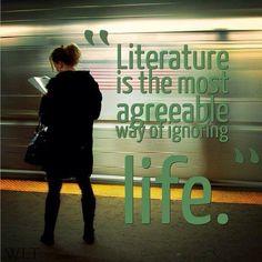La literatura es la forma más concordante de ignorar la vida.