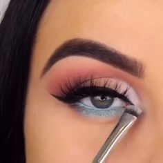 Easy Blue Makeup 💙 - So creative … 😍😍 - Sparkly Makeup, Pink Eye Makeup, Makeup Eye Looks, Eye Makeup Steps, Eye Makeup Art, Colorful Eye Makeup, Natural Eye Makeup, Eyebrow Makeup, Eyeshadow Makeup
