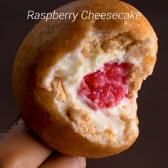 Ever thought of using pancake batter to make an even more delicious dessert we have just the hack for you! desserts raspberry cheesecake find your favorite hyper realistic cake by lukevincentini Easy Cheesecake Recipes, Easy Cookie Recipes, Raw Food Recipes, Sweet Recipes, Baking Recipes, Köstliche Desserts, Delicious Desserts, Dessert Recipes, Yummy Food