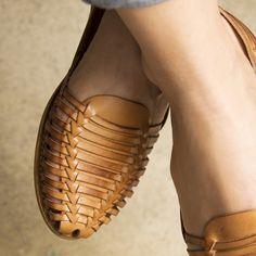 Onyva.ch / La Garconne Shoes #onyva #onlineshop #shoes #sandals #shoedesign #elegant #chic #switzerland #lagarconneshoes #vintage #summer #summershoes #summersandals #fashion #leather Tap Shoes, Shoes Sandals, Dance Shoes, Heels, Elegant Chic, Huaraches, Summer Shoes, Switzerland, Designer Shoes