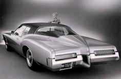 Buick Riviera 1971: Yes, there was a time when you COULD buy a car like this! Not only did it look like a rocket ship, with 455, it accelerated like one too. Even with the ac on.