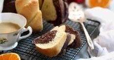 »HOZZÁVALÓK« - 45 dkg liszt, 25 g friss élesztő, 1 kk só, 4 ek porcukor, 1 tojás sárgája - 5 dkg olvasztott vaj, 1 narancs resz... Cornbread, French Toast, Cheese, Breakfast, Cake, Ethnic Recipes, Food, Millet Bread, Morning Coffee